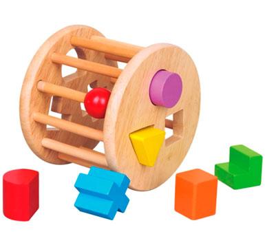 Rueda encastre con formas.  Contiene figuras de madera para insertar. Medidas: 17 x 17 x 13 cm. Recomendado para niños mayores a 12 meses.